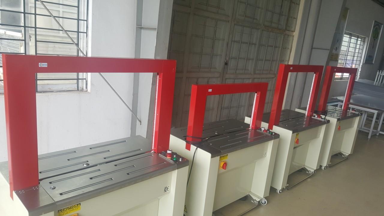 máy đóng đai thùng tự động