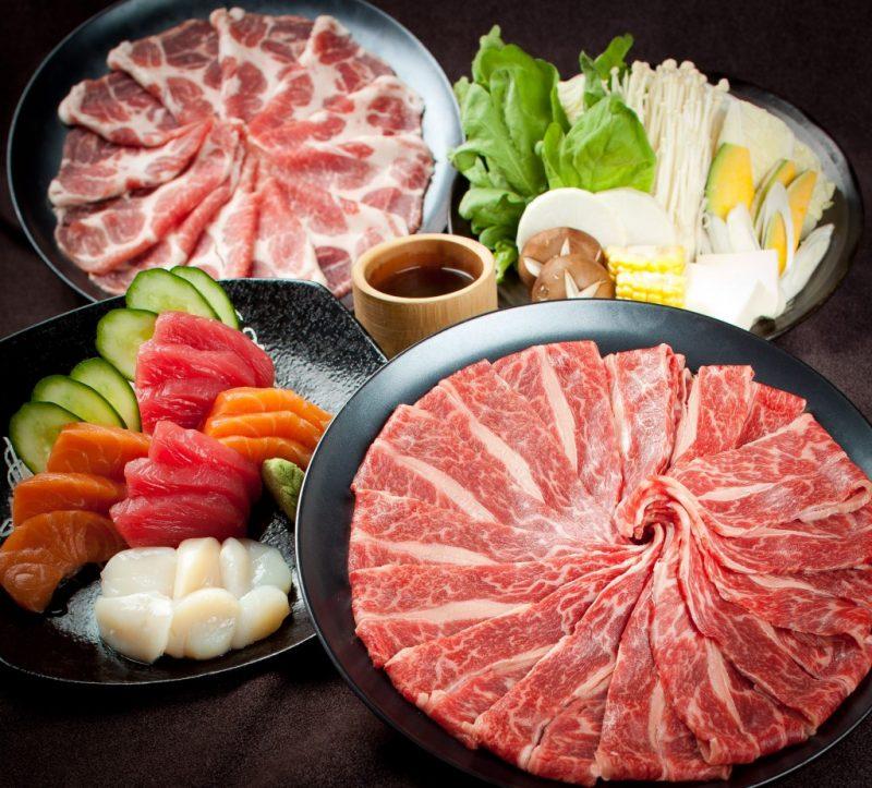 Thịt bò được thái lát mỏng nhờ máy cắt thịt sống