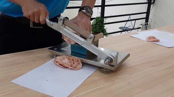 máy cắt thịt cầm tay